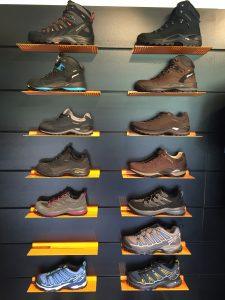 schoenenwand wandelschoenen
